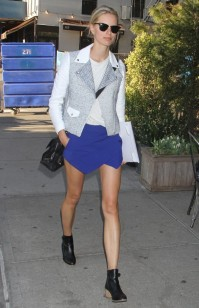 Karolina Kurkova in blue Zara mini skort
